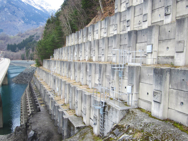 VERTIC's guardrails and cage ladders on EDF dam